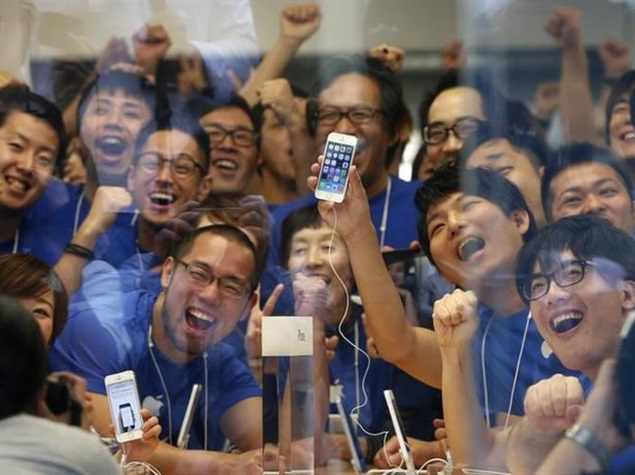 apple_china_store_workers_reuters