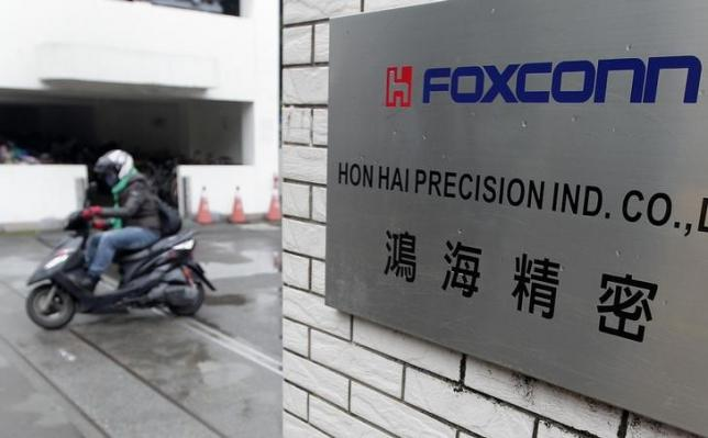 Foxconn plans to build iPhones in India for first time