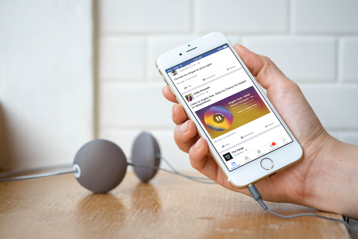 Facebook adds music stores from Spotify and Apple Music