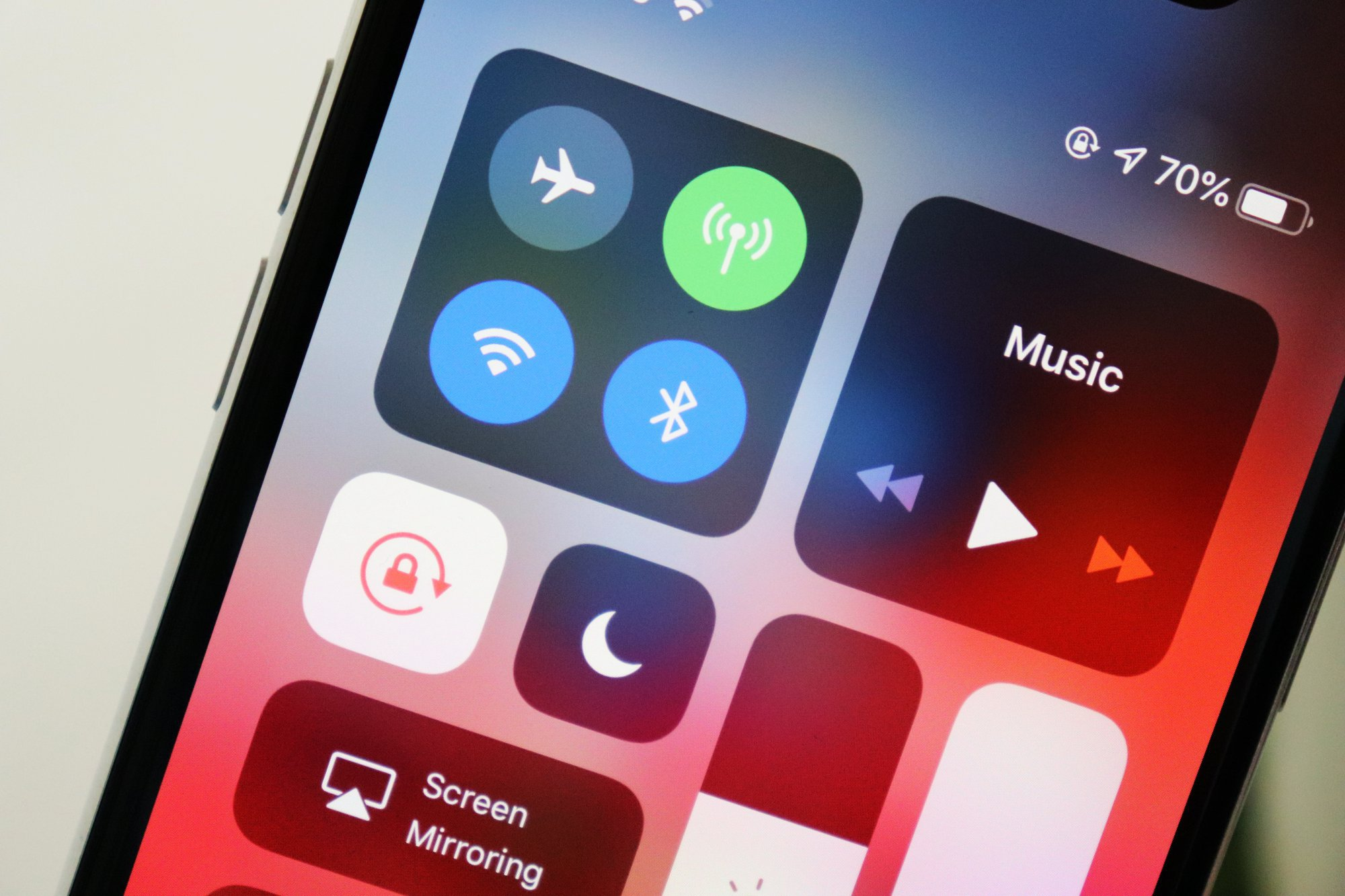 iphone xs uconnect bluetooth music